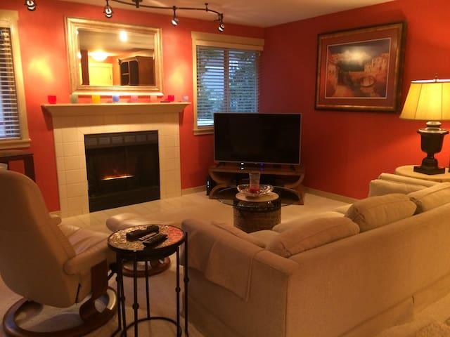 Luxurious, 2 Bed Condo Kirkland Wa - Kirkland - Appartement en résidence