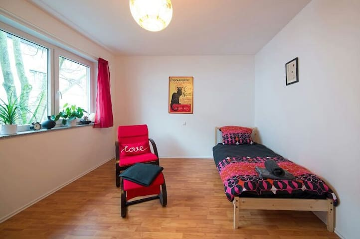 Priv. room& bath - Viesly - Appartement