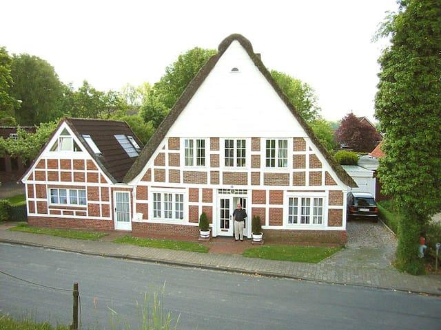 idylisches Ferienhaus am Deich mit 3 Fahrrädern - Krummendeich - Huis