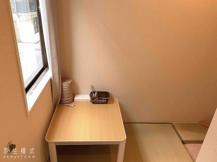 205位于上野秋葉原中心位置,温馨除菌房间,可寄存行李,附近大量餐厅购物出行方便,免费Wi-Fi!