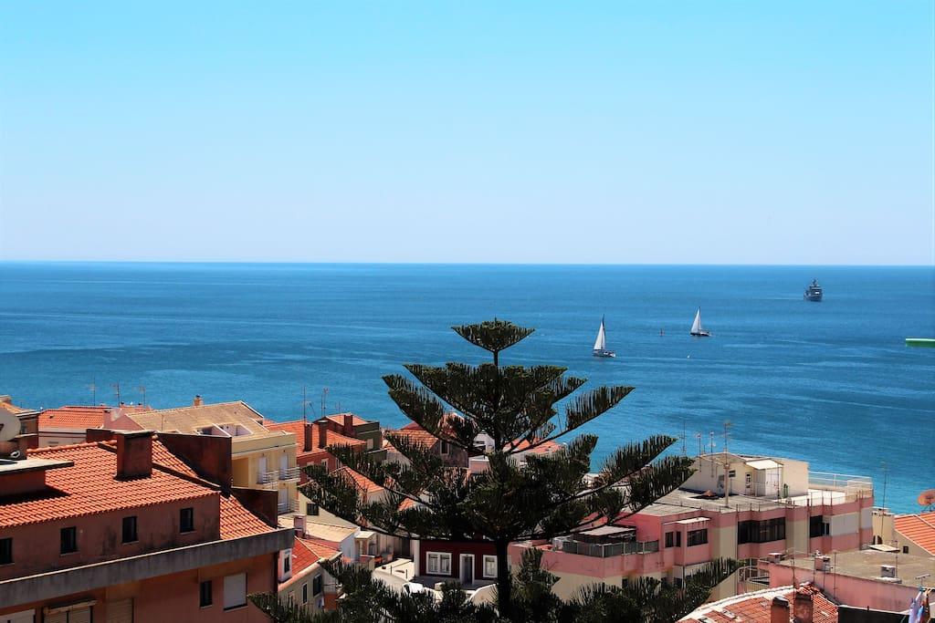 40m Balcony with ocean, castle and Serra da Arrábida View - Terraço com vista Mar, Castelo e Serra da Arrábida