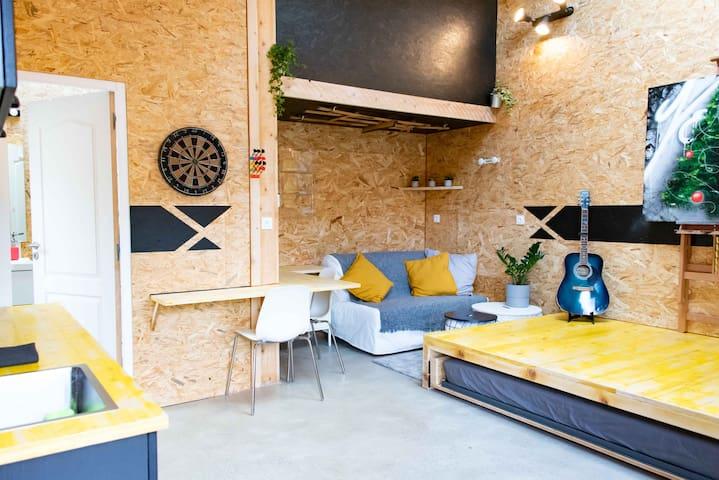 Studio indépendant centre ville, courette, parking