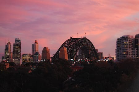 Lovely studio with Sydney Harbour Bridge views! - Noord Sydney