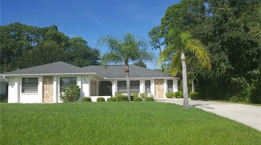 Sunny Tropical Oasis: Your Home Away from Home - Port Charlotte