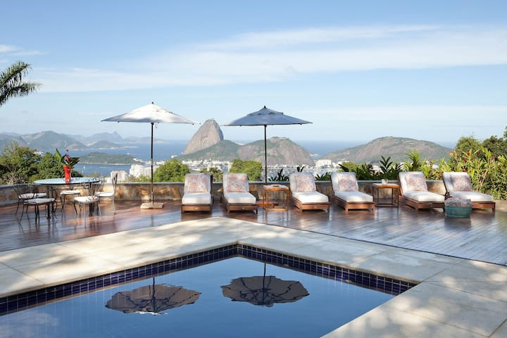 Rio019 - Amazing Mansion overlooking the city with pool
