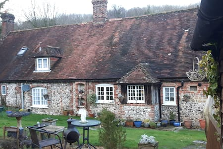 Relaxed, friendly, quiet countryside cottage - West Dean - Ház
