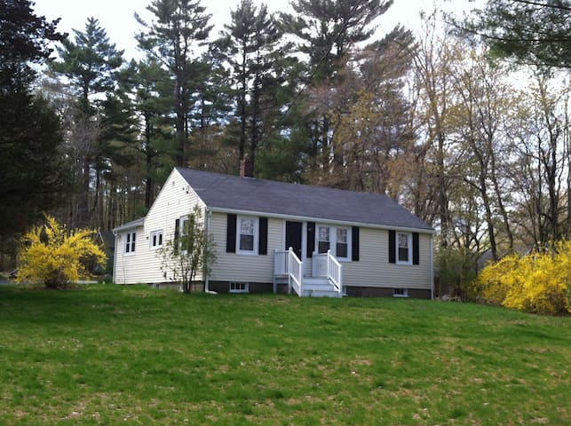 Lovely ranch near Boston, beach, and Cape Cod! - Scituate - Huis