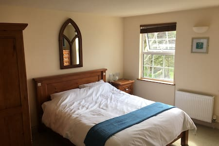 Compact town centre room, Alderney - アパート