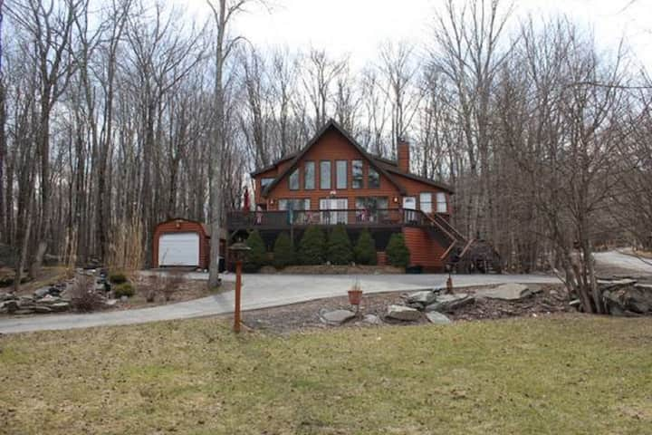 Luxury Hideout Villa Rental - WoodRidge