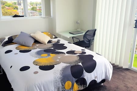 Modern BedRoom close to Merrylands train station - Merrylands
