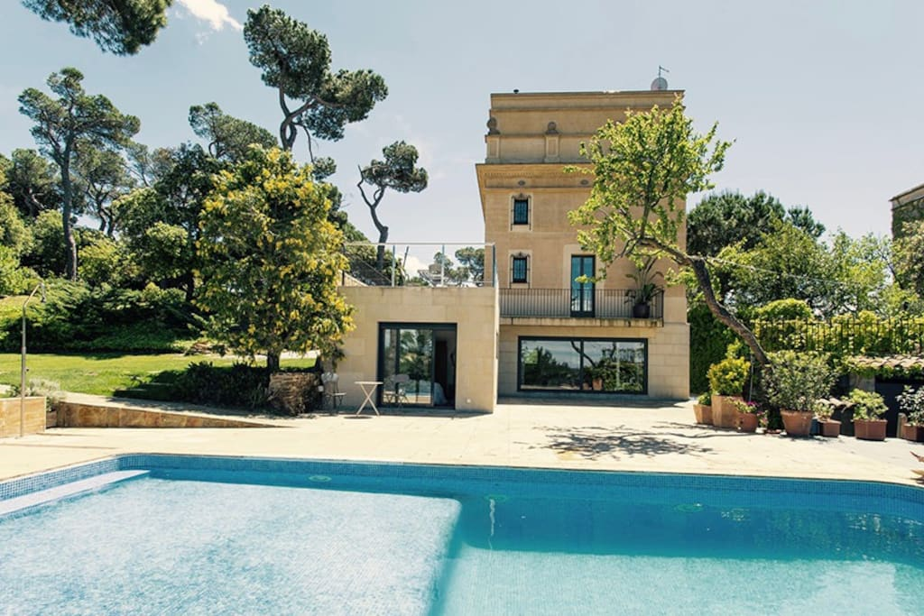 Private Room In Renovated Library W Swimming Pool Villas For Rent In Barcelona Catalunya Spain