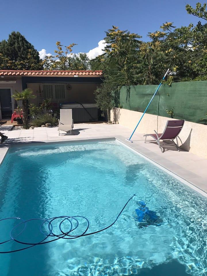 T1 au calme avec accès piscine & Jacuzzi