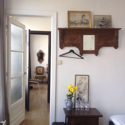 Cozy vintage room for 2 in center - Antverpy - Penzion (B&B)