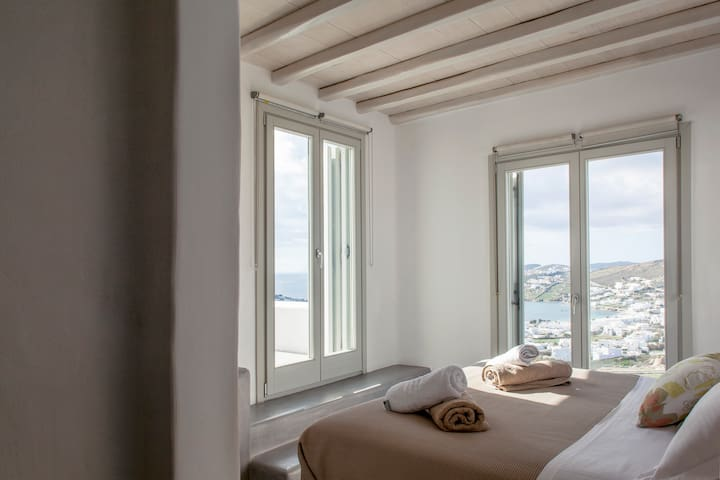 Magnificent sea view from the mastr bedroom at the upper floor
