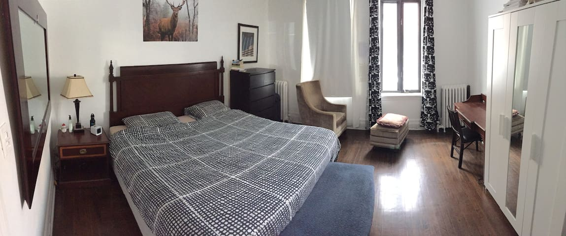 Grande Chambre Lit King Size, quartier NDG - Houses for Rent in ...