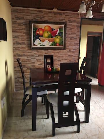CÓMODA Y HERMOSA CASA-CALARCÁ QUINDÍO EJE CAFETERO