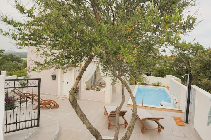 Villa Feronia, jacuzzi,boat trip included