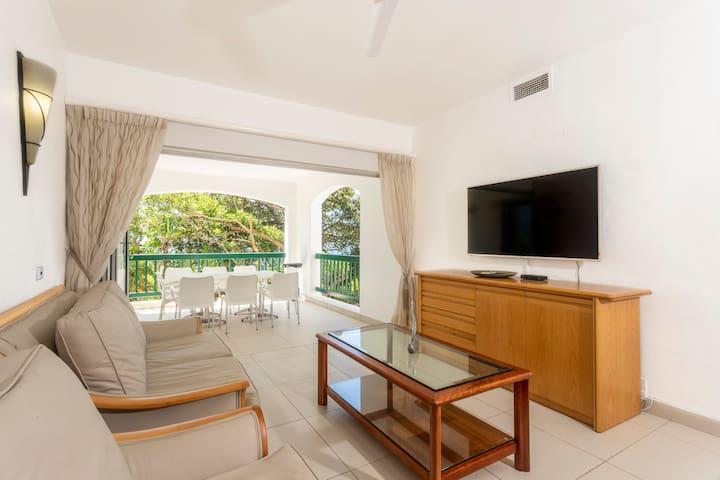 Spacious Family Apartment With Sea View