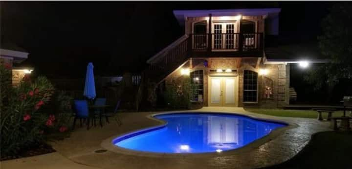 """""""Country Guest House  3 min to Outlet Mall!"""