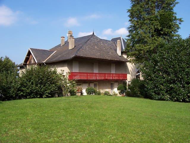Manoir de Ménabréa (proche Chambéry-Savoie)