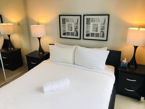 Modern Suite + Free Parking, atop Union Station