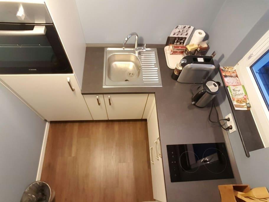 kleine aber feine Küche... mit Ceranfeld und Backofen