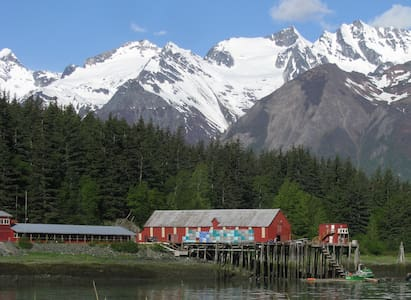 Cannery Cabin, pet friendly, beach access, kitchen