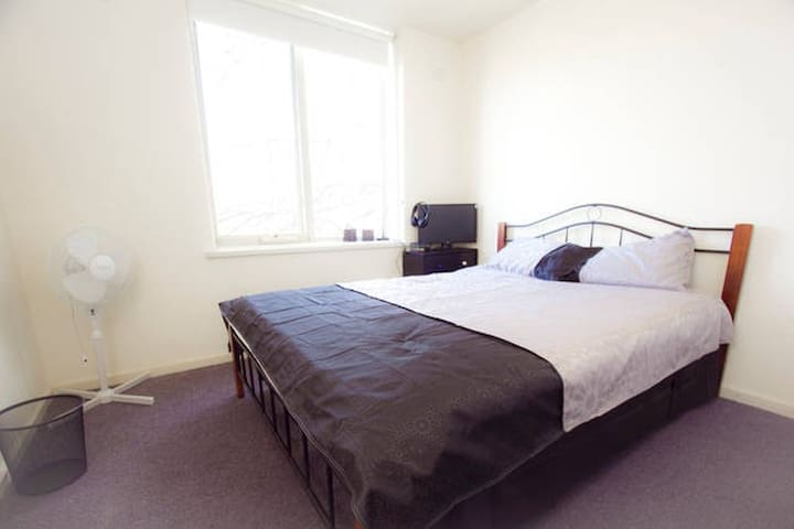 PRIVATE ROOM-QUEEN 1per SouthYarra - South Yarra