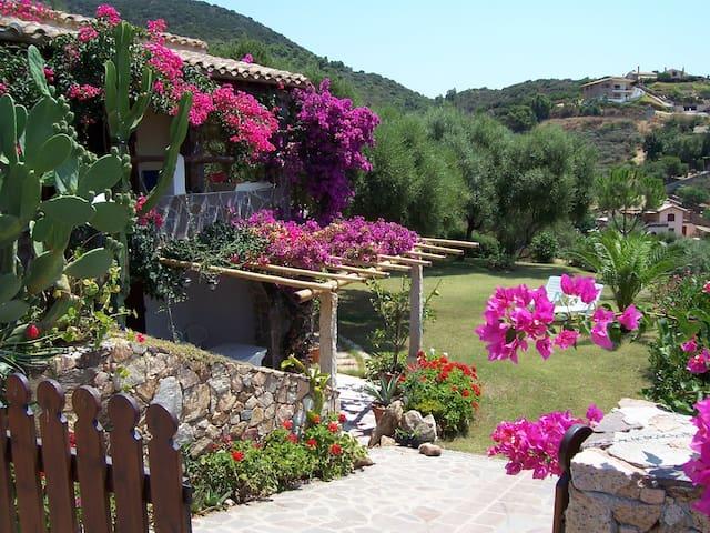 CHIA – Casa in villa con stupenda vista mare. - Domus De Maria - Apartment