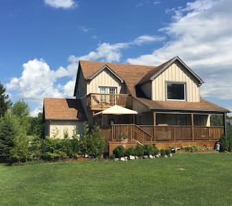 Wooden Cottage 5 BR Hot Tub+Pool Table(Grand Bend)