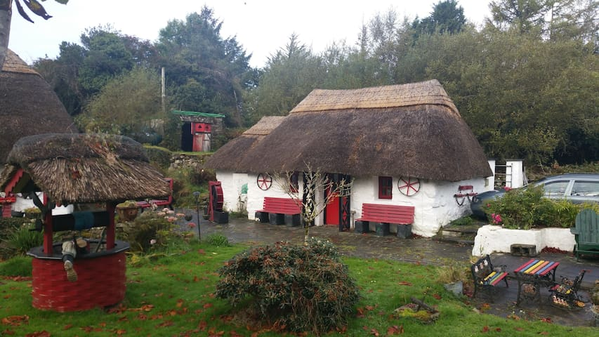 Traditional Thatched Cottage - Oughterard