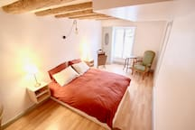 Private room in cosy & central apartment