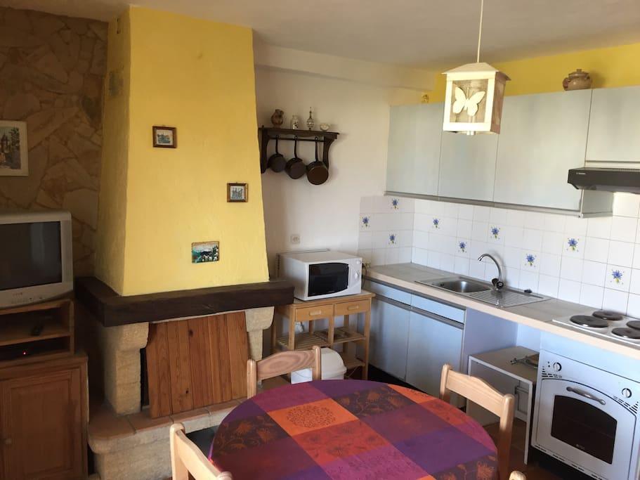 appart 2 pi ces 1 chambre s par e grande terrasse appartements en r sidence louer sainte. Black Bedroom Furniture Sets. Home Design Ideas