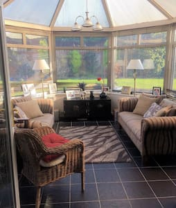 Rooms Available in Home from Home - Llanmaes - House