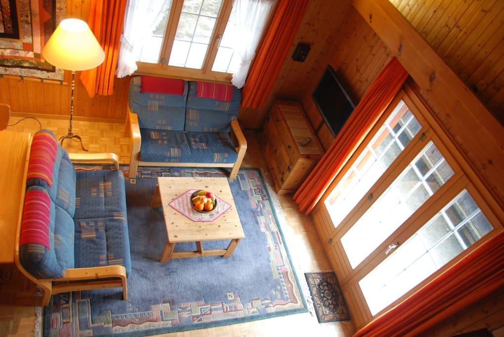 Sitzecke mit Zugang zur grossen Terrasse.