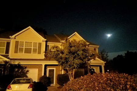 Cozy beautiful 3bd room Town home - Fairburn - House