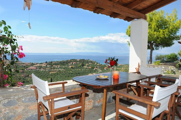 Living in cobble house with magnificent sea view!! - Lefktro - Huis