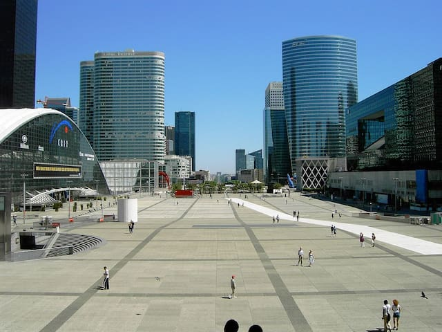 BEZONS porte la Defense