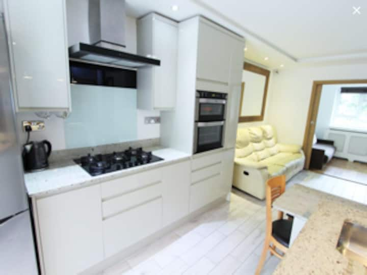 Fresh and modern flat in Chiswick London.