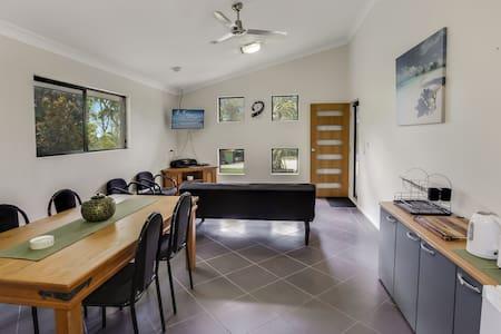Villa 1 - Hideaway, bushland private studio - Tanawha - Hus
