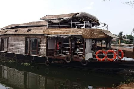 Riverview Cruise_Houseboat