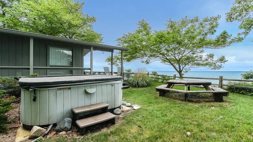 Lakefront Cottage w/ Views from the Hot Tub - Bluffs Cove