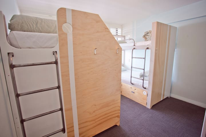 Private Room for 2 People (Two Beds) - Absoloot Hostel QT