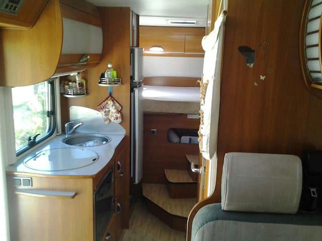 Insolite,une nuit en camping- car - Sigoyer - Camper/RV