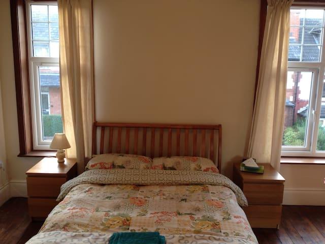 Massive double room with sofa & tv - Nottingham - Dům