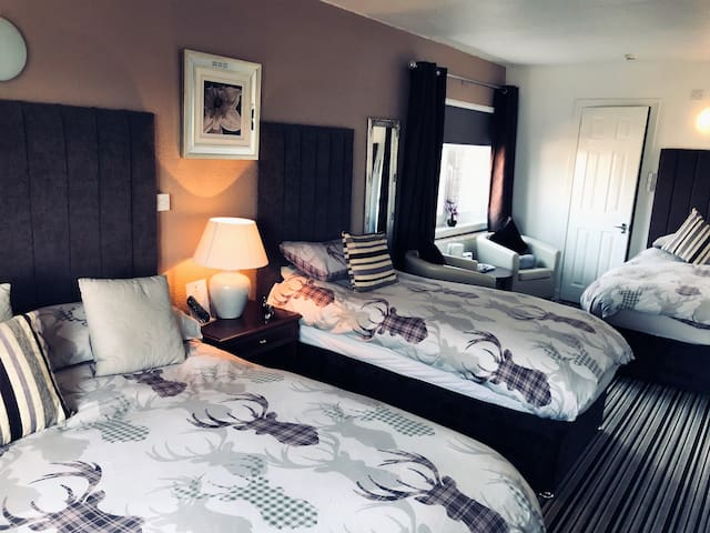 Beechwood Ensuite Rooms: Room two Superior family
