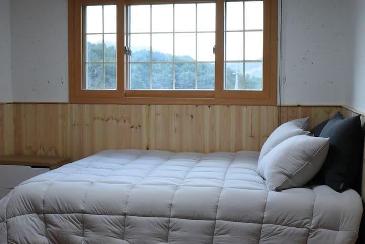 방1(침대:Q)