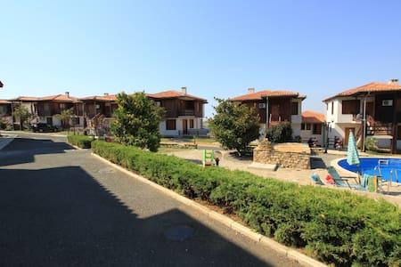 Сдается квартира со всеми удобствами возле моря - Kosharitsa - อพาร์ทเมนท์