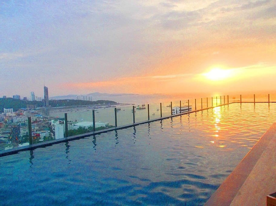 31 floor has swimming pool and view of Pattaya.