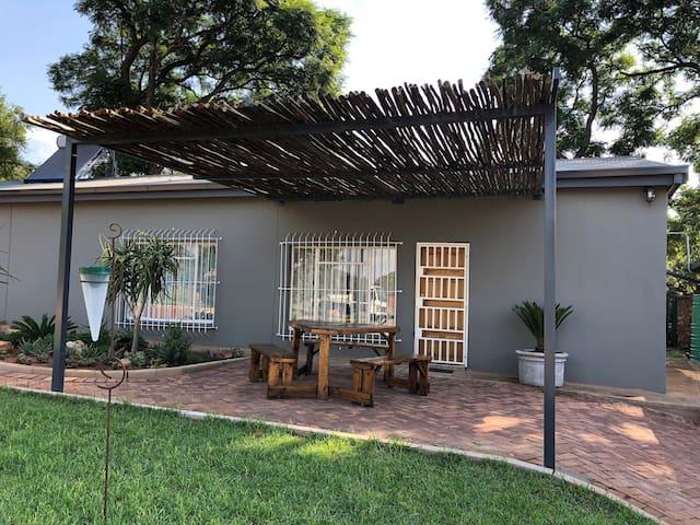 Mata Gora Guesthouse: Garden flat